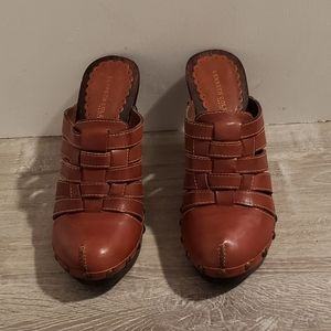 """Kenneth Cole Shoes - Kenneth Cole NY 8.5M Brown Clog Heels """"Wood Luck"""""""